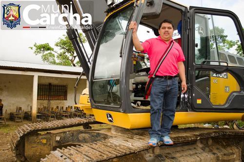 El alcalde de San Pedro Carchá, Alta Verapaz, Erwin Alfonso Catún Maquín habría estacionado un vehículo en el pasillo del Palacio Municipal. (Foto: Facebook/Municipalidad de San Pedro Carchá)