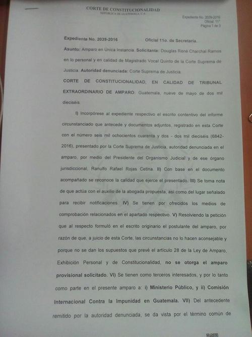 Esta es la resolución de los magistrados de la CC que negaron el amparo a Charchal. (Foto: Soy502)