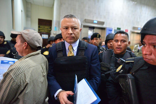 """Salvador González utiliza chaleco antibalas durante una audiencia después de haber rendido una declaración espontánea en septiembre de 2015. Alias """"Eco"""" permanece encarcelado en la cárcel Pavoncito en un área aislada."""
