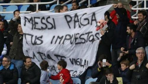 La manta en contra de Messi. (Foto: Twitter)