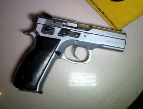 Según el MP, la huella balística del arma decomisada a Lester Santos coincide con los casquillos encontrados en la escena del crimen. (Foto: Archivo)