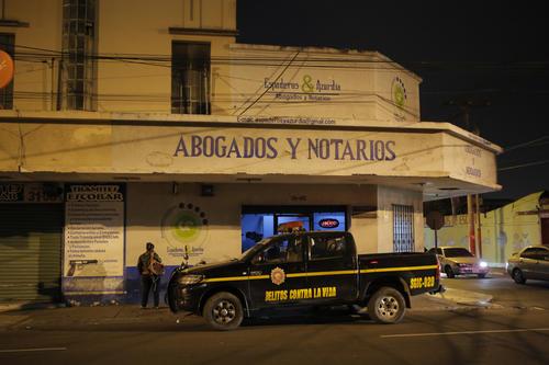 El asesinato del músico y abogado sucedió en el interior de su bufete jurídico en la zona 5, frente al edificio de Digecam. (Foto: René Ruano/Nuestro Diario)
