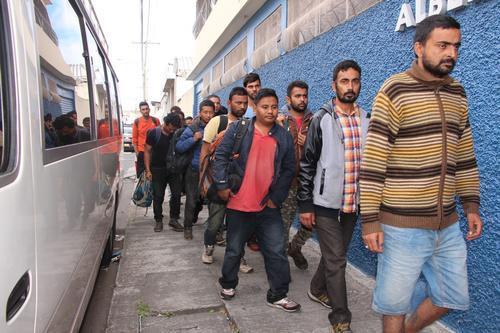 Los indocumentados se encuentran en el albergue de la Dirección General de Migración. (Foto: PNC)