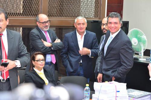 El ex presidente y sus aliados. (Foto: Soy502)