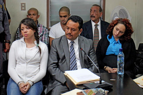 Según el MP, los autores intelectuales se aprovecharon de la situación económica de las jóvenes implicadas y fueron utilizadas para cometer el ataque en contra de Baldetti. (Foto: Archivo/Soy502)