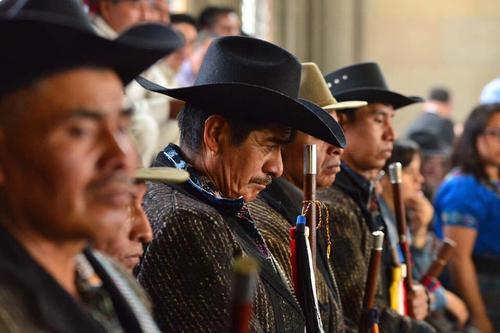 Los diputados debatieron bajo la mirada de las autoridades indígenas. (Foto: Jesús Alfonso/Soy502)