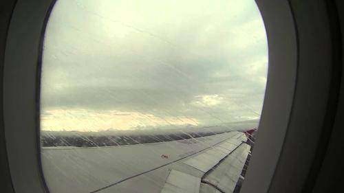 Las lluvias pueden provocar que los pilotos pierdan la visibilidad. (Foto: ytimg.com)