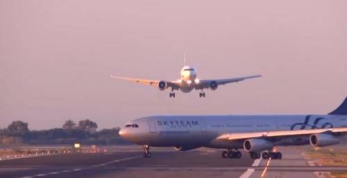 En ocasiones la cabina de control se equivoca y da lugar a que los aviones pasen cerca entre ellos. (Foto: lapatilla.com)