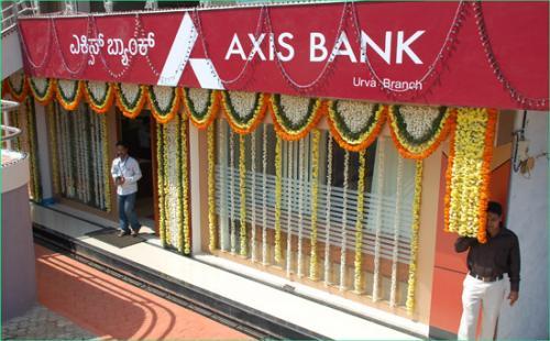 El camión de valores se dirigía a surtir de efectivo los cajeros automáticos de Axis Bank. (Foto: daijiworld.com)