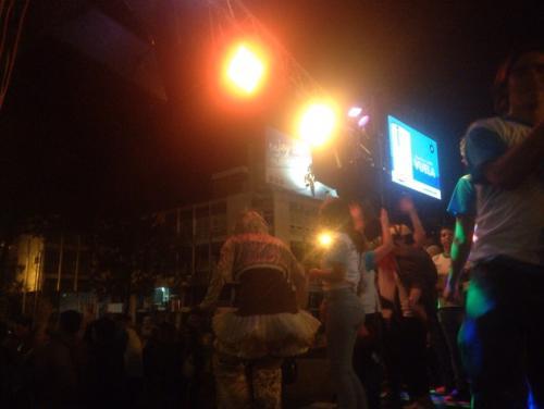 Más de 300 personas disfrutan en la Plaza del Obelisco de la gran fiesta de TECHO. (Foto: Goyo Saavedra)