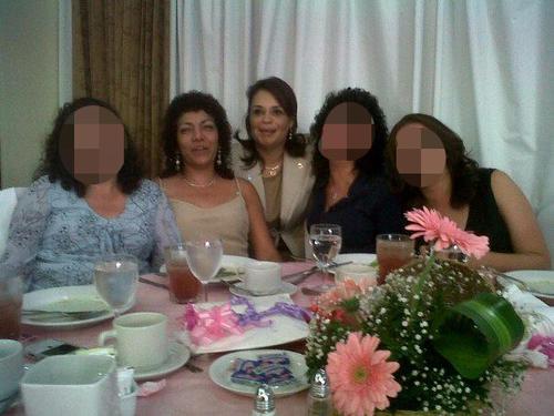 En esta fotografía se observa a la exvicemandataria con la mamá y la tía de Cividanis.