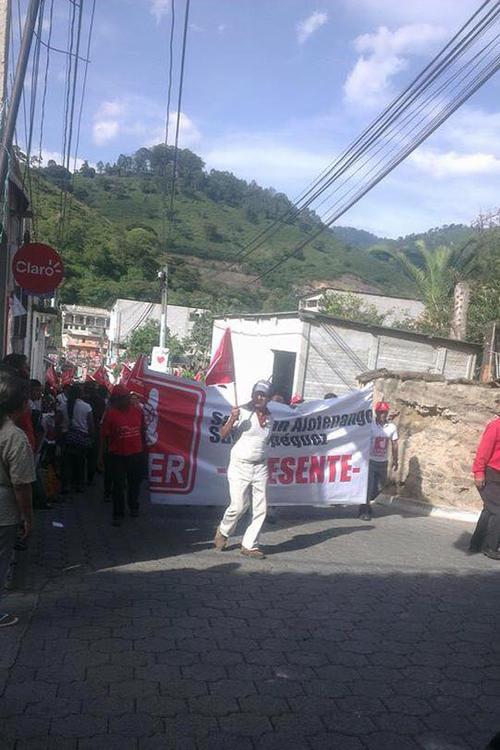 La campaña politica de Lider no se detuvo pese a la prohibición del TSE para hacerla. Este domingo, el candidato del partido rojo visitó Pastores, Sacatepéquez. (Foto: Erwin Guerra)
