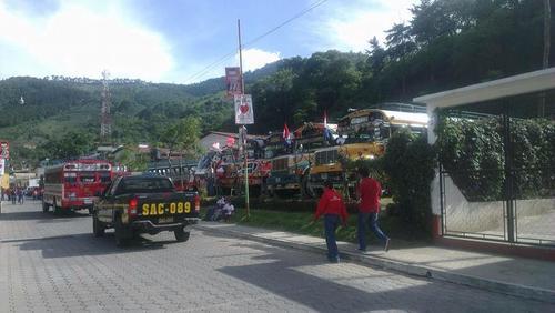 La actividad de Baldizón en Pastores, Sacatepéquez, tuvo el mismo nivel de logística que otros mítines; en este caso, agentes de la PNC custodiaron el desarrollo de la actividad. (Foto: Erwin Guerra)