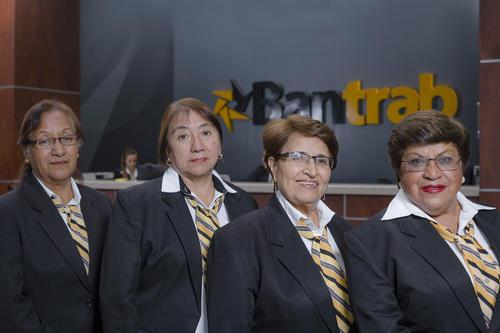 Olga Castro, Blanca González, Olga García y María del Carmen Chinchilla, empleadas ejemplares y fieles de Bantrab. (Foto: George Rojas/Soy502)