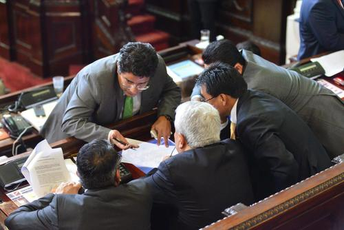 El diputado Carlos Barreda sería el ungido de la UNE para representar al Congreso ante la Junta Monetaria. (Foto: Archivo/Soy502)