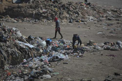 Los trabajadores del basurero viven en constante peligro. (Foto: Wilder López/Soy502)