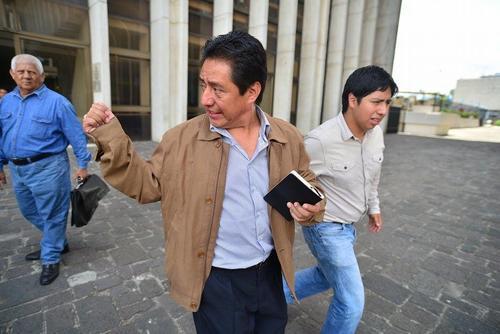 El exfuncionario salió de Tribunales con un semblante relajado luego de recibir medidas sustitutiva.  (Foto:  Wilder López/Soy502)