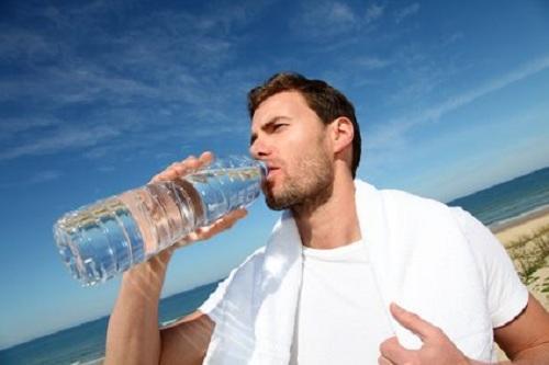 Sin agua, pierdes energía, la piel se seca y hasta te pones de mal humor. (Foto: Tu estilo de vida)
