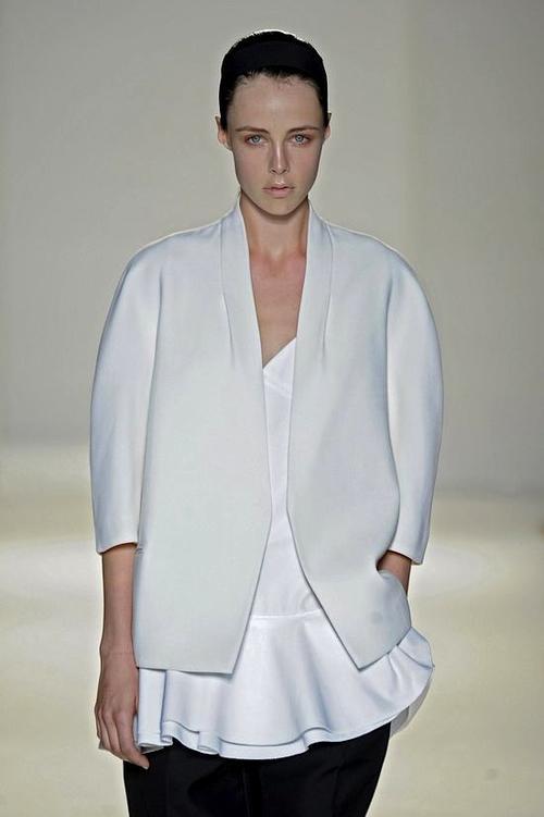 El estilo de Victoria Beckham es buscado por especialistas de la moda. (Foto: El País)
