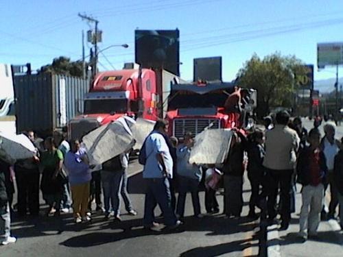 La protesta frente al Instituto San Juan de Dios en la zona 6. Foto ND