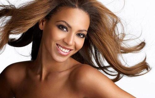 """La cantante Beyoncé confesó haber seguido la dieta de la limonada en una entrevista con la presentadora Ellen Degeneres. Dijo que el régimen la hizo perder peso pero la volvió """"malvada"""" y la enfermó del estómago."""