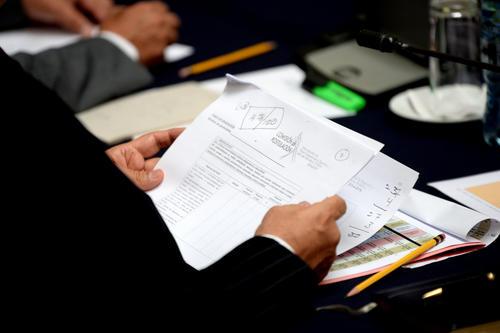 En momentos los Comisionados discutieron al no compartir el mismo criterio sobre los aspectos evaluados, especialmente en el área académica. (Foto:Esteban Biba/Soy502)