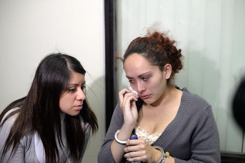 Las dos jovencitas han quedado en libertad condicionada. (Foto: Esteban Biba/Soy502)