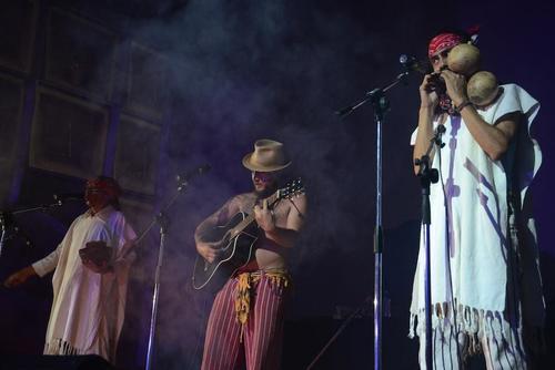 """Balam Ajpu durante su presentación en el festival de arte """"Trans-visible"""", de Fundación Paiz. (Foto: Selene Mejía/Soy502)"""