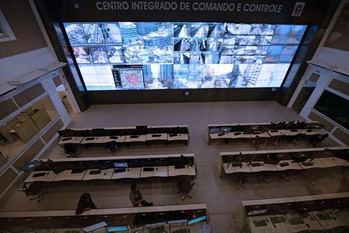 La Sala de operaciones del Gabinete de Seguridad por ahora se encuentra vacía, pero durante la celebración de la Copa del Mundo se activará y se prevé que 600 policías estén alertas ante cualquier inconveniente. (Foto: AFP)