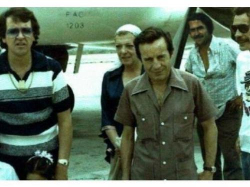 Esta foto se afirma que es en la finca de Pablo Escobar Gaviria, donde el Capo contrato al elenco de Chespirito, para la primera comunión de su hija Manuela. (Foto: Carlos Babilonia)