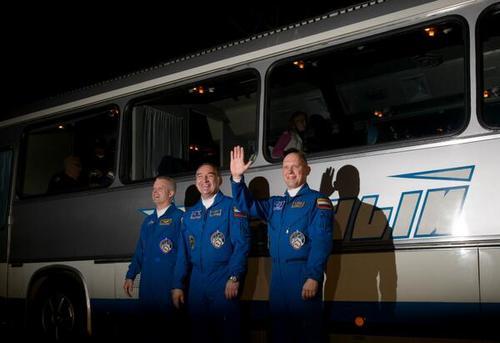Ellos son los tres tripulantes del Soyuz, que se instalarán en la Estación Espacial Internacional. (Foto: NASA/twitter)