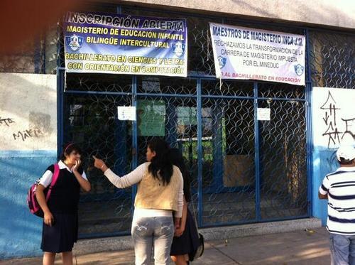 Algunas alumnas se presentaron la mañana de este lunes al INCA, pero las clases no se reanudan. (Foto:Antonio Ordoñez)