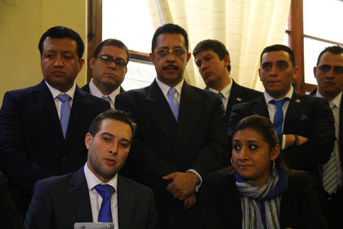 Nadie hizo caso a Manuel Baldizón de permanecer unidos y no separarse, pues solo al asegurar sus curules, los diputados renunciaron. (Foto: Alexis Batres/Soy502)
