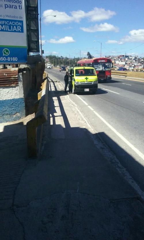 Los Bomberos Municipales llegaron para rescatar al joven. (Foto: Amilcar Montejo)