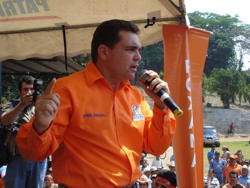 El parlamentario Boris España durante mitin en Chiquimula. (Foto Facebook/Boris España)