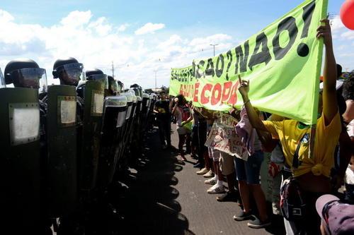 """El grupo de manifestantes """"¿Copa para quién?"""" es el principal temor para la seguridad mundialista. (Foto: lavanguardia.com)"""