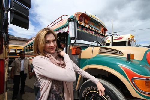 """La actriz estadounidense tomó el tradicional """"Chicken Bus"""". (Foto: Nelo Mijangos)"""