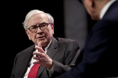 En 2011 Buffett compró muchas acciones en IBM y a finales de ese año logró tener el 10 % de la compañía. (Foto: businessinsurance.com)