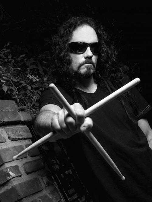 Menza se unió a Megadeath en 1989 y participó en cuatro álbumes. Luego abandonó la banda en 1998. (Foto: www.soultonecymbals.com)