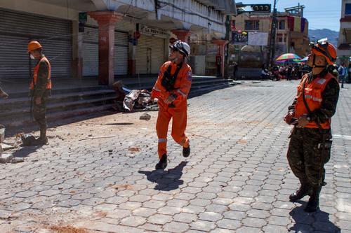 Don Sergio en plena labor de socorrista, en San Pedro Sacatepéquez, San Marcos. (Foto: cortesía Sergio Cabañas)