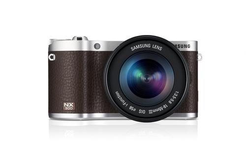 La cámara NX300 se encuentra disponible en tres colores: blanco, negro y café. (Samsung)