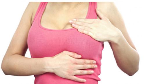 Muchas mujeres van a consulta porque tuvieron un golpe en los senos, y eso puede coincidir con la detección de una tumoración, pero no es la causa. (Foto. rpp.pe)