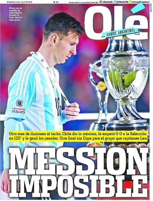 """La portada del diario Olé de Argentina. """"Mession imposible"""", y en la imagen aparece Messi con la copa a un costado."""