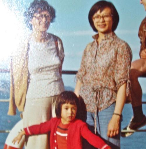 Recuerdo de su hija en Facebook, Lucrecia Hernández Mack, que cambió su foto de perfil por una con su madre y su tía. (Foto: Facebook)