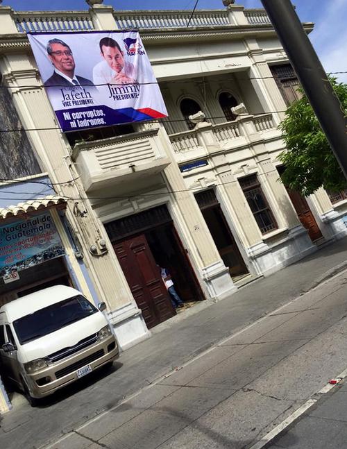 Apoyo público de Willy Rivera a su amigo Jimmy Morales. (Foto: José Dávila/Soy502)