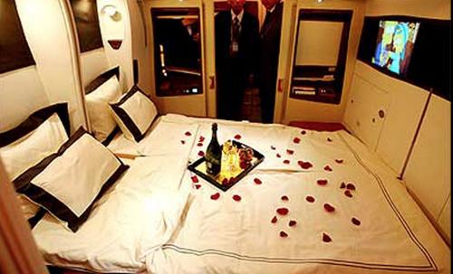 El avión cuenta con habitaciones de lujo.