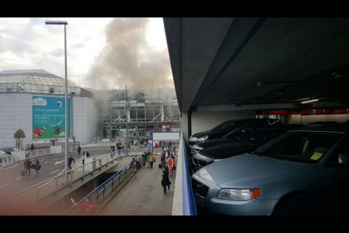 Las explosiones en el aeropuerto dejaron al menos 14 fallecidos. (Foto: Conflict News/Twitter)