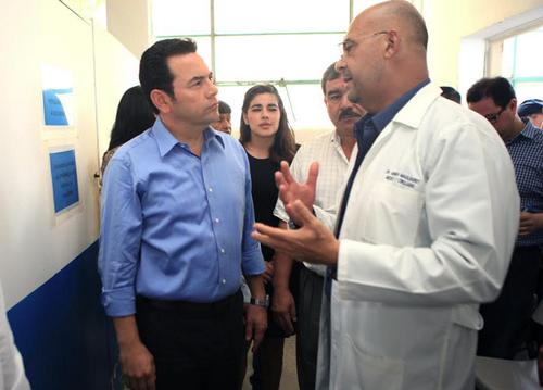 Jimmy aprovechó para comprobar la situación del hospital de Jutiapa. (Foto: Gobierno)