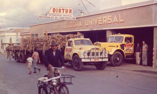 La distribuidora en unos años dio un giro y comenzó a vender productos de acero. (Foto: Facebook)