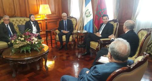 Jimmy Morales recibió a los funcionarios marroquíes en el Palacio Nacional. (Foto: AGN)